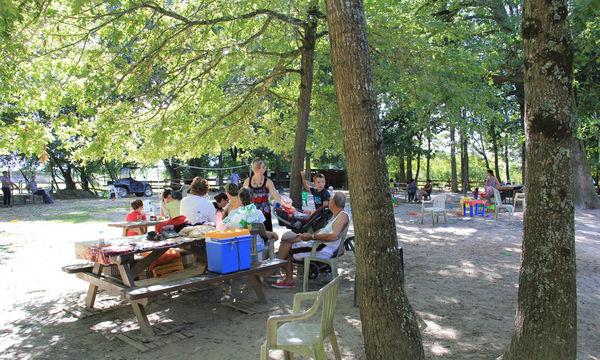 Zona de picnic de Lacq Aventure