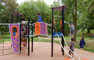 Jeux sécurisés pour enfant à la base de loisirs
