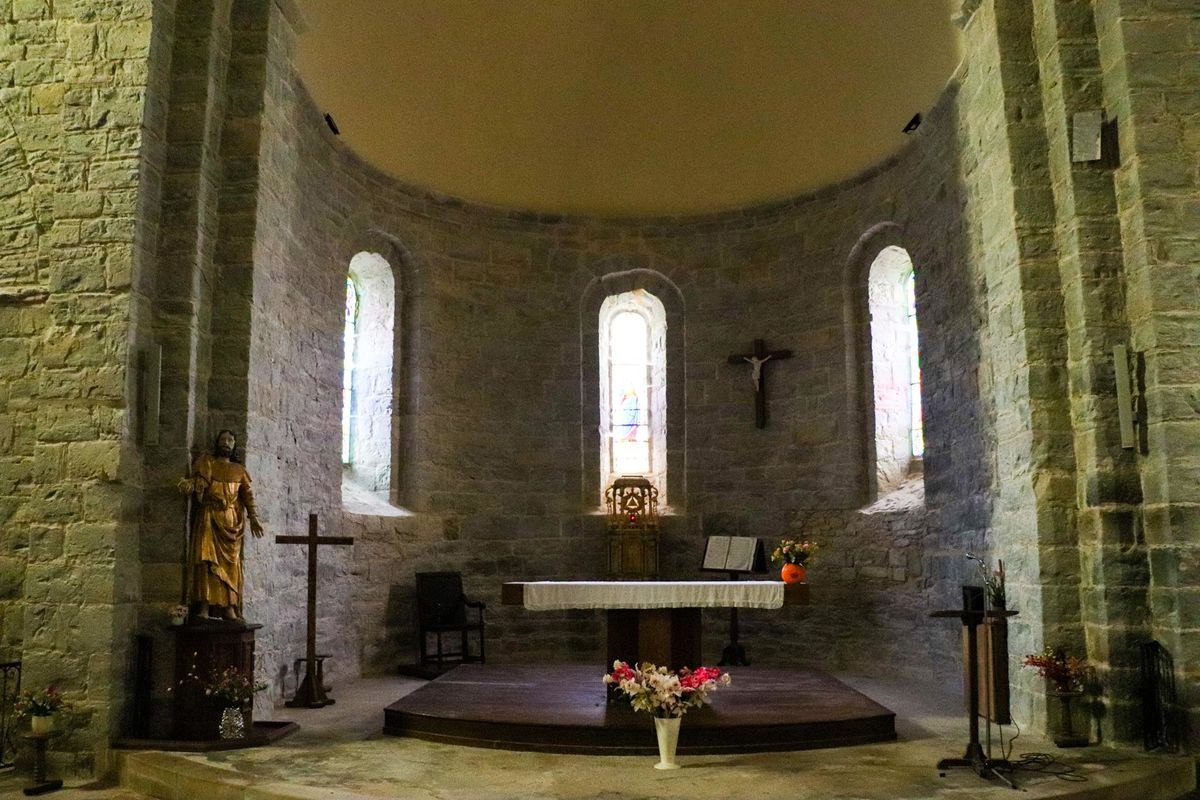 Cœur et vitraux de l'église de Sauvelade