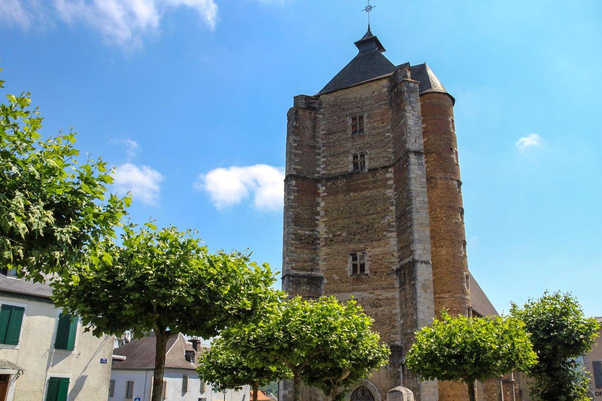 L'église St Girons et son clocher haut de 40m