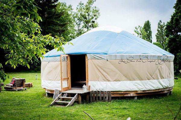 """The yurt """"Au Fil de l'Eau"""" in Cuqueron"""