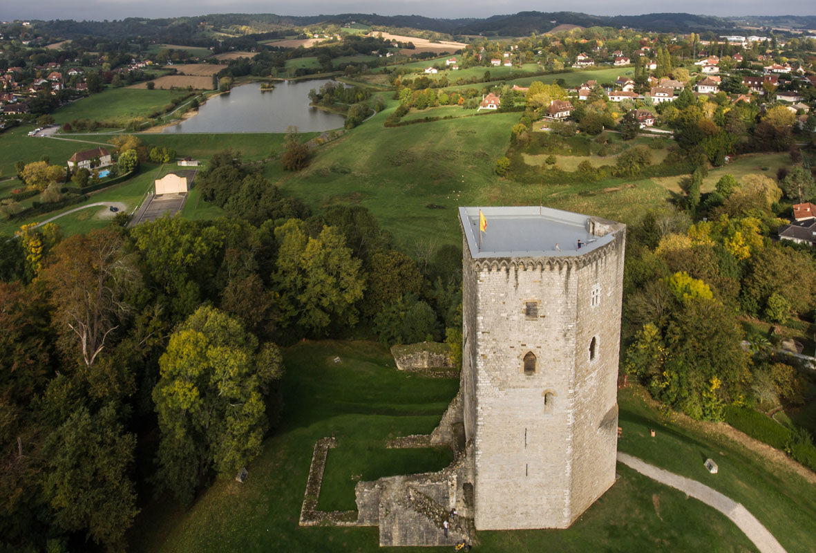 Tour Moncade à Orthez vue du ciel