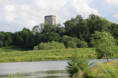 Vue de la Tour Moncade depuis le Lac du Grècq à Orthez