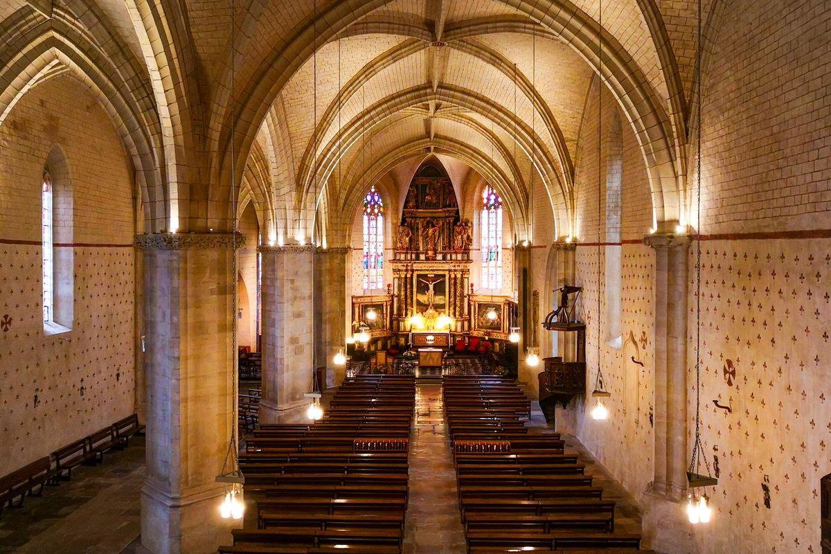 Nef et collatéral de l'église St Girons