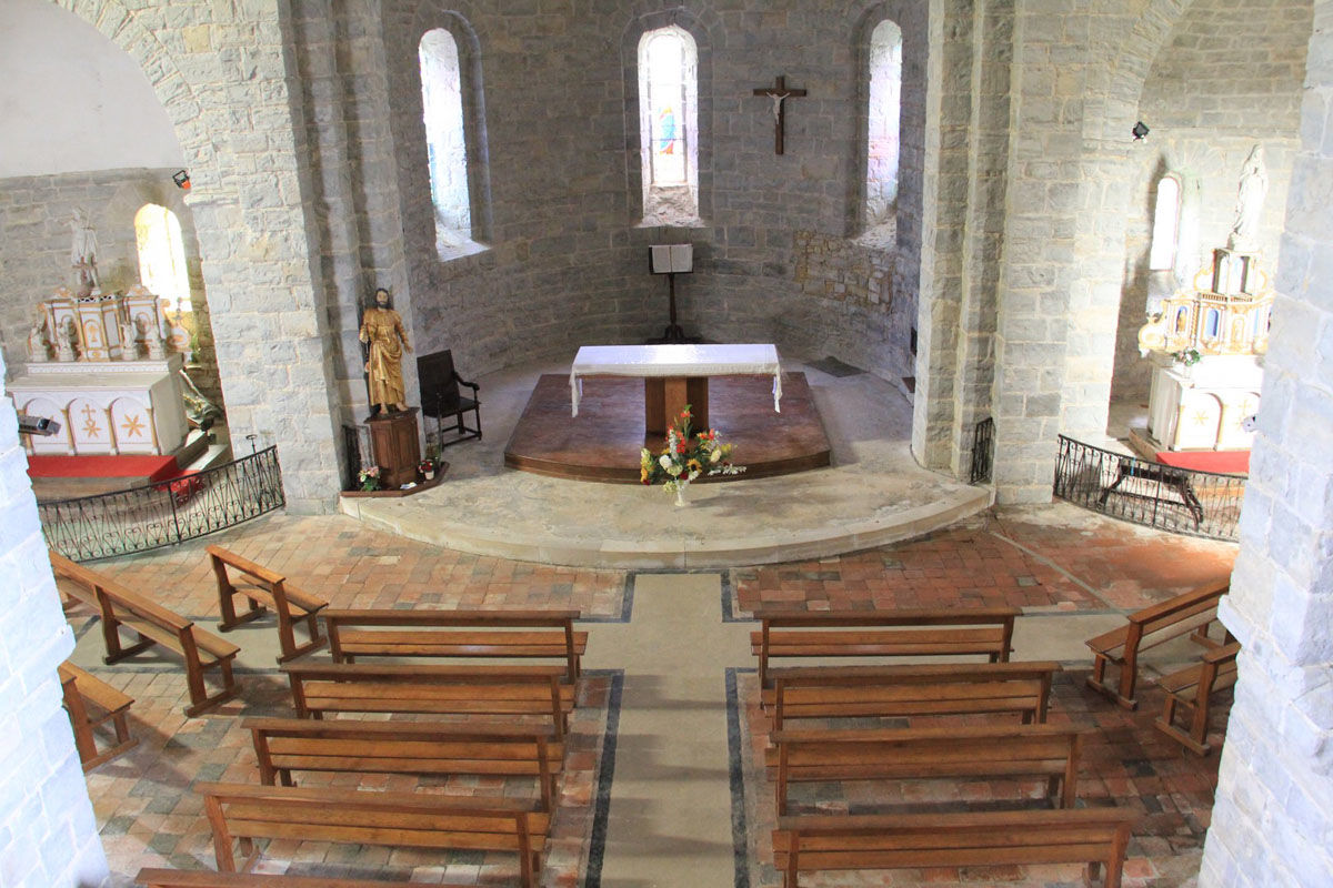 Inside of the church of Sauvelade