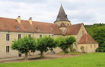 L'abbaye de sauvelade et son église sur le chemin de Compostelle