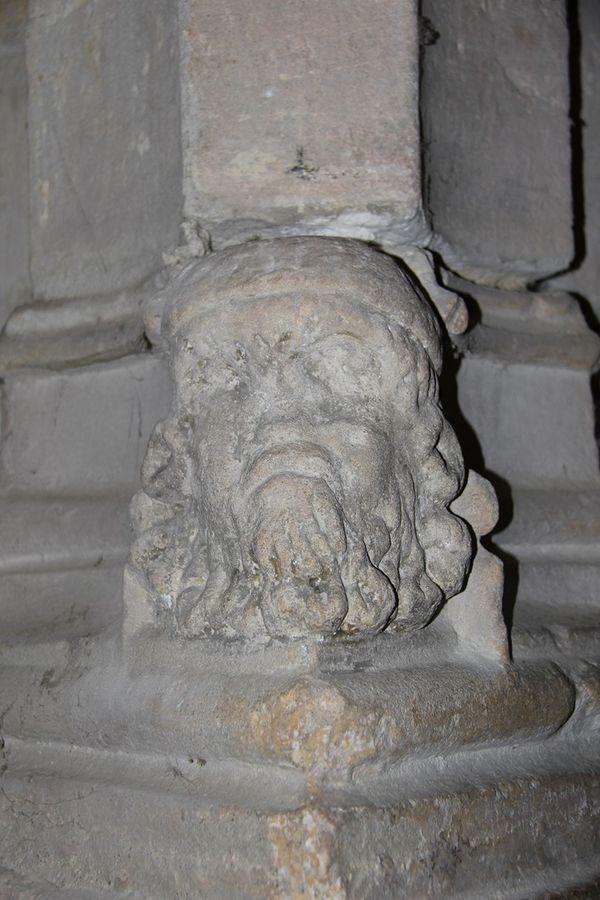 Statue des cagots à l'église St Girons de Monein