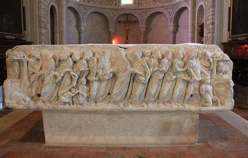 Autel sarcophaphe de l'église Saint-Vincent de Lucq-de-Béarn