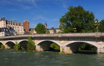 El Castillo de Pau y el Gave