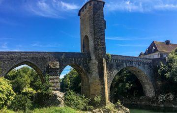 Au pied du pont vieux d'Orthez
