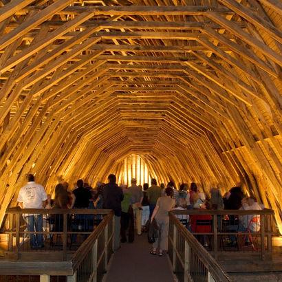 Son et lumière dans la charpente de l'église Saint-Girons à Monein