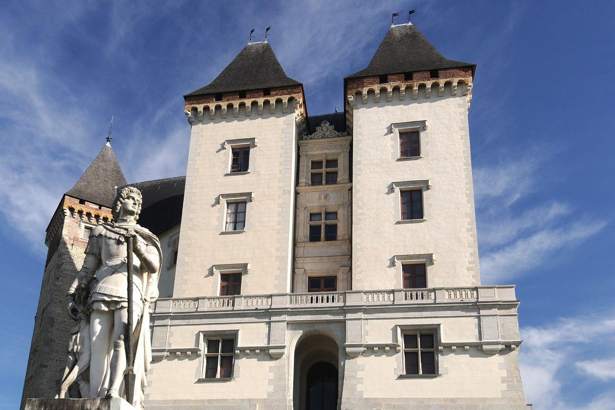 Gaston Fébus frente al Castillo de Pau