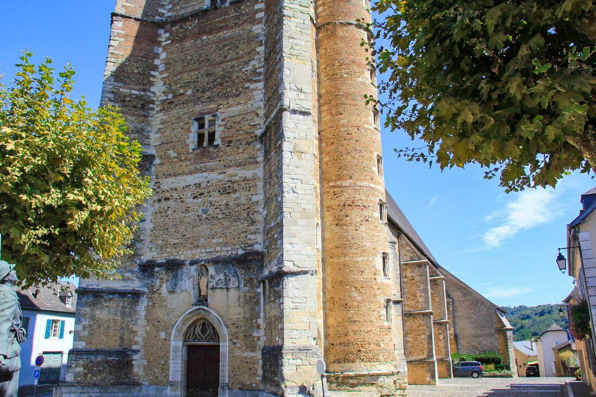 L'église St Girons au centre du village de Monein