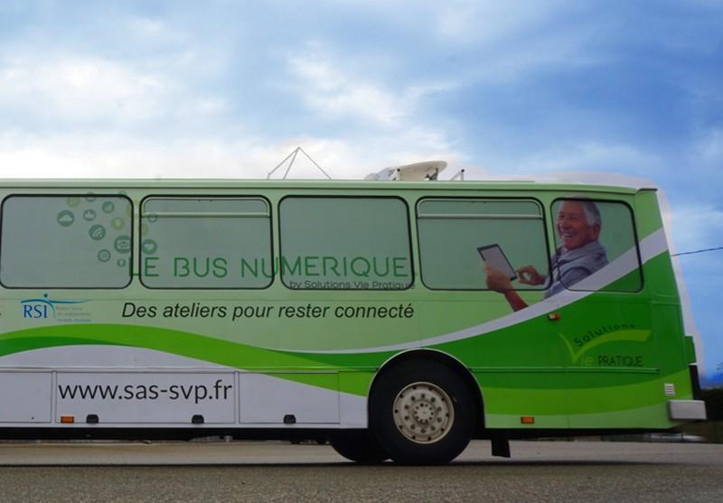 Le bus numérique pour s'initier à internet ! - PUYOO