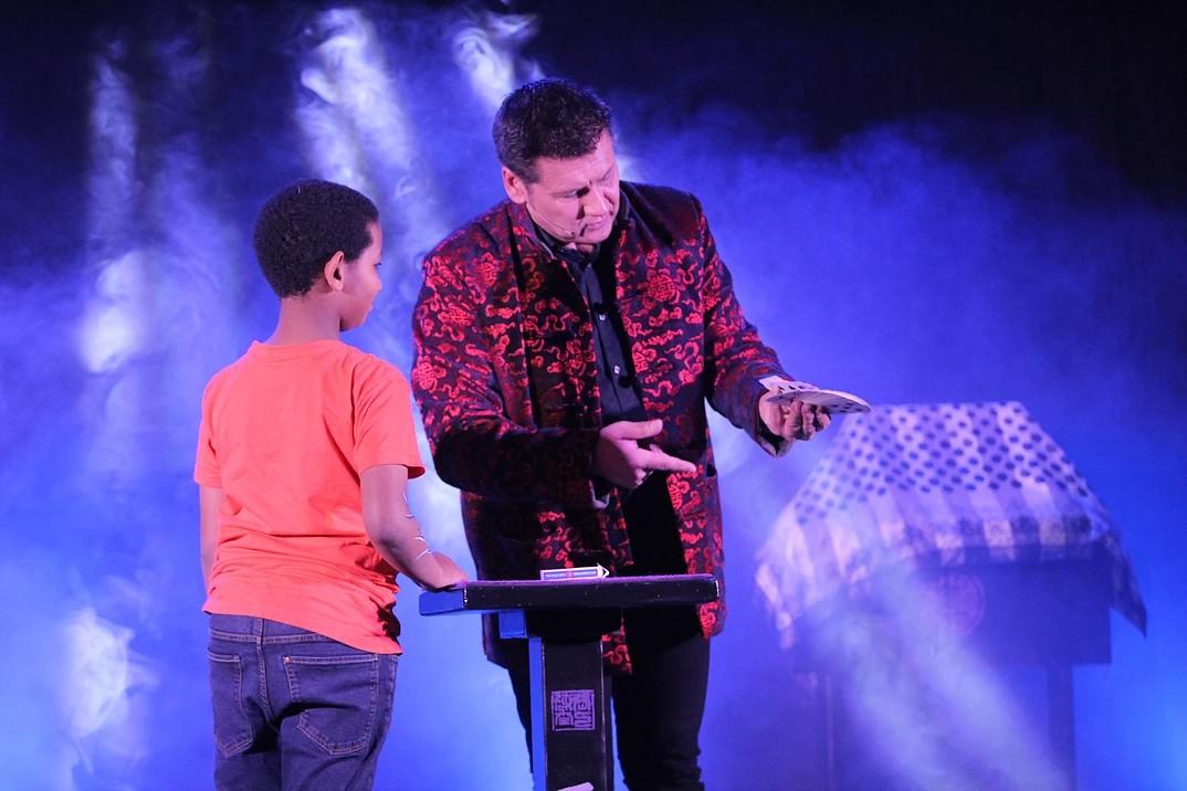 Spectacle  du magicien Fabrice Limouzin - ORTHEZ